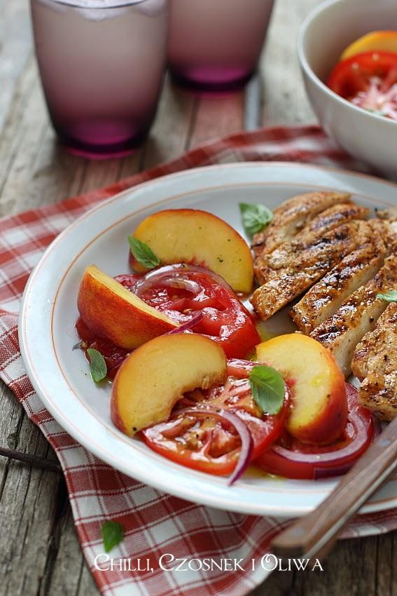letnia salatka z pomidorow i brzoskwin
