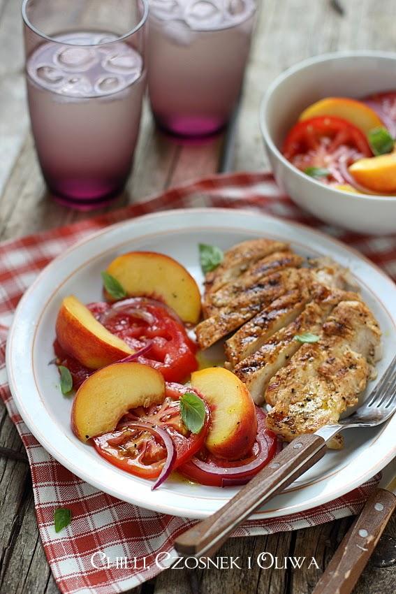 salatka z pomidorow i brzoskwin