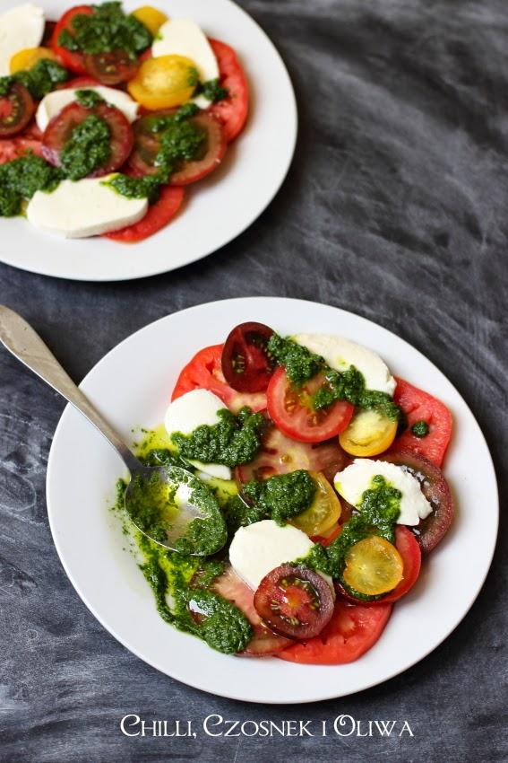 salatka z pomidorow i mozzarelli