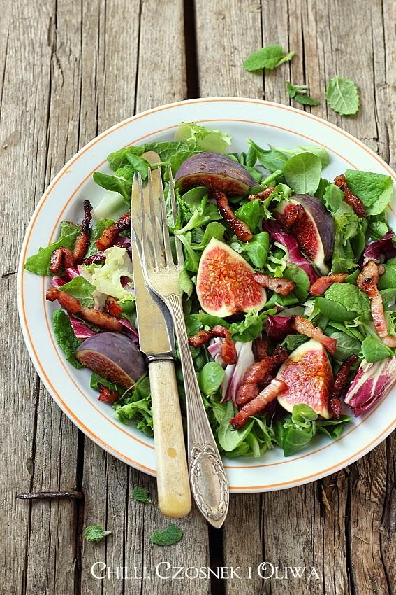 salatka z figami, boczkiem i serem