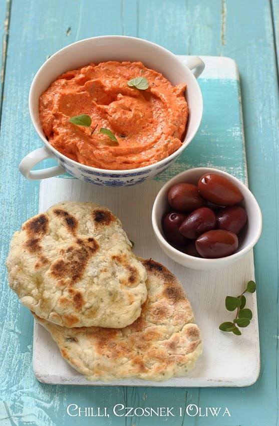 grecka pasta do chleba z fety i papryki przepis