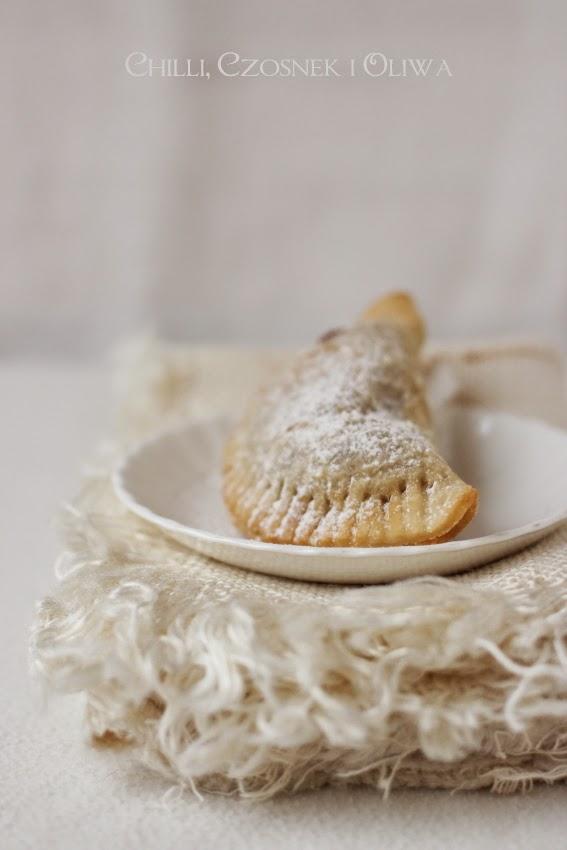 Słodkie pierozki z batatami i migdalami
