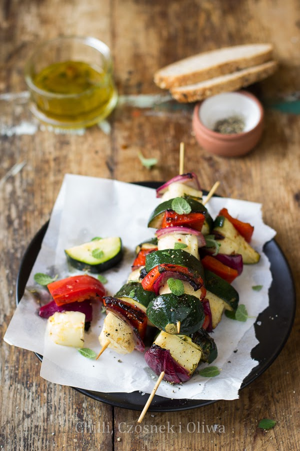 Szaszłyki z halloumi i warzywami