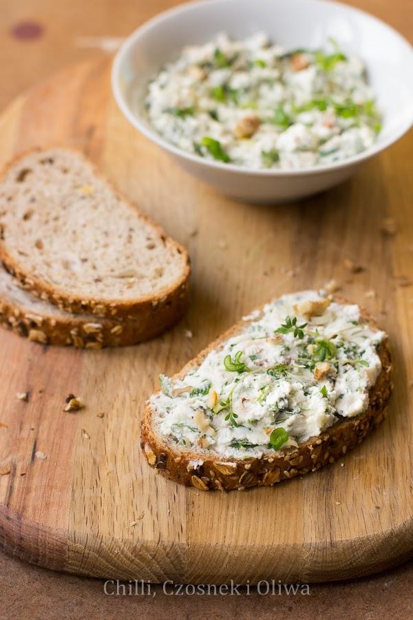 wiosenny twarozek do chleba przepis mlecz rzezucha orzechy wloskie