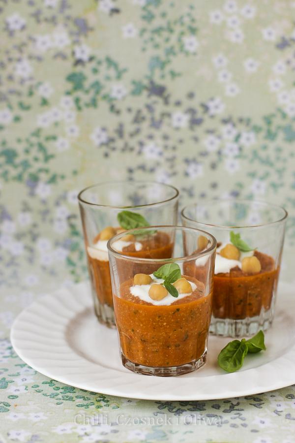 Zupa z pieczonych pomidorów i ciecierzycy