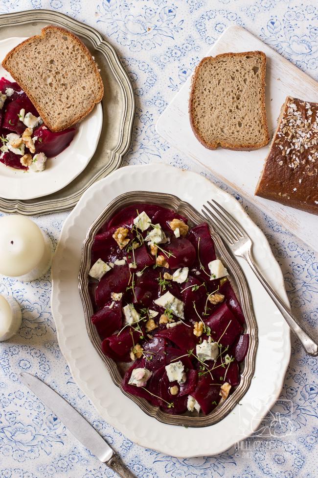 Sałatka z pieczonych buraków z gorgonzolą i orzechami