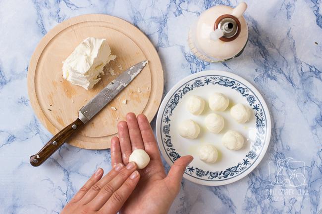 Jak zrobić labneh (ser z jogurtu)? - przepis krok po kroku / Chilli, Czosnek i Oliwa