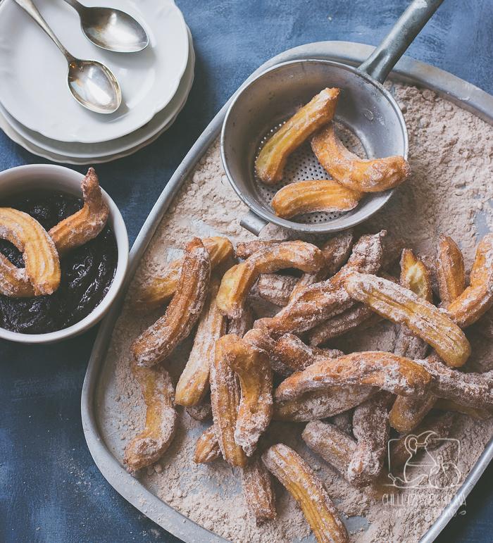 Churros z sosem czekoladowym / Chilli, Czosnek i Oliwa