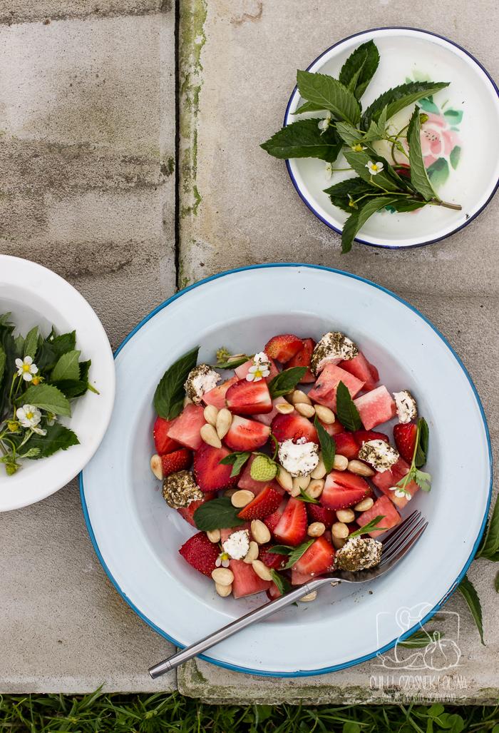 Letnia sałatka z arbuzem, truskawkami i labneh / Chilli, Czosnek i Oliwa