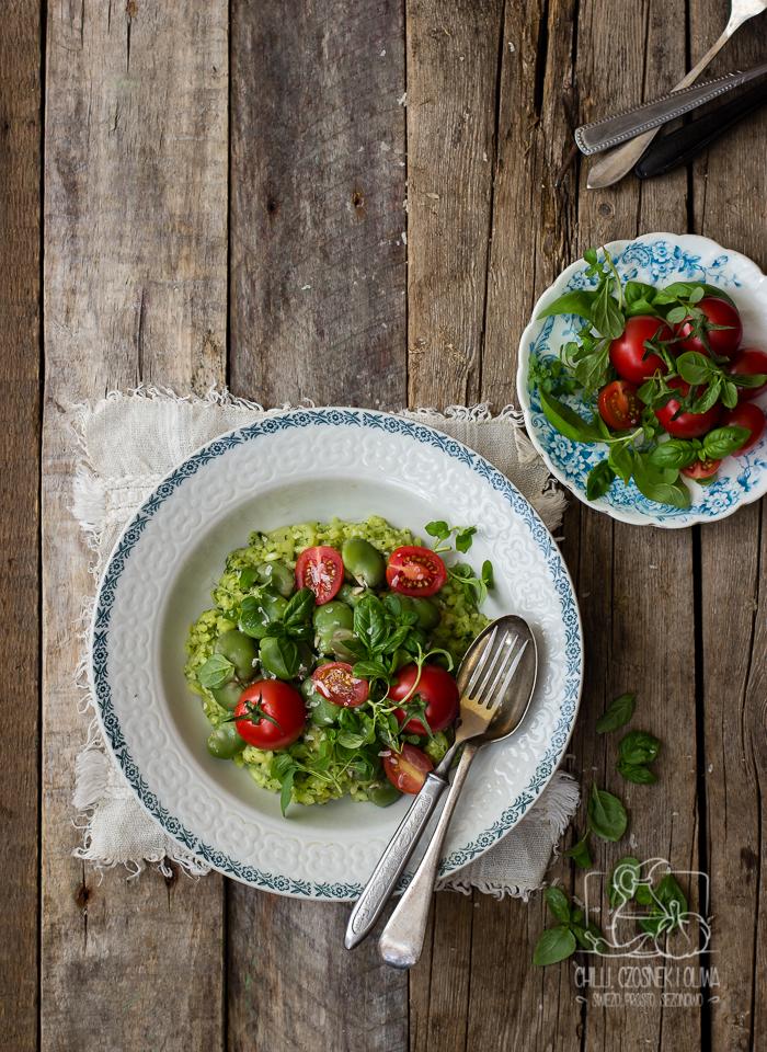 Risotto z bobem, ziołowym pesto i pomidorkami koktajlowymi / Chilli, Czosnek i Oliwa