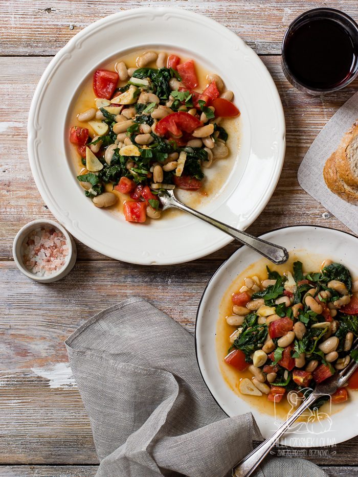 fasolka ze szpinakiem, pomidorem i harissą - Chilli Czosnek i Oliwa