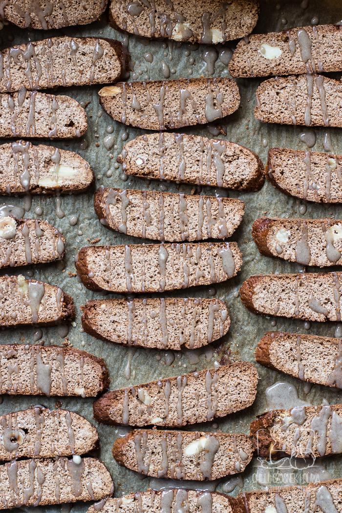Biscotti piernikowe z lukrem z wanilią i nutą kardamonu