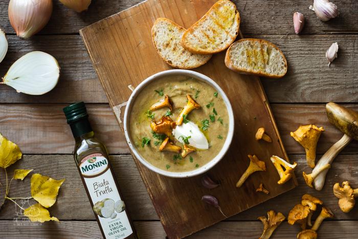 Zupa krem paprykowa z ciecierzycą i oliwą bazyliową