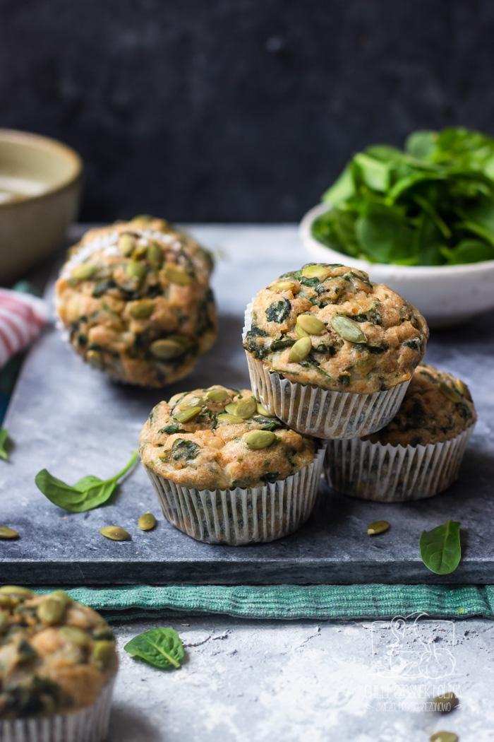 Muffinki z serkiem wiejskim i szpinakiem na drugie śniadanie
