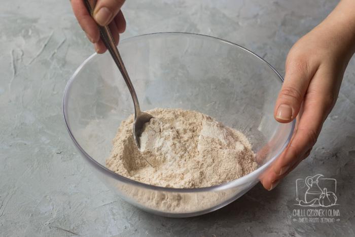 Muffinki z serkiem wiejskim i szpinakiem przepis krok po kroku