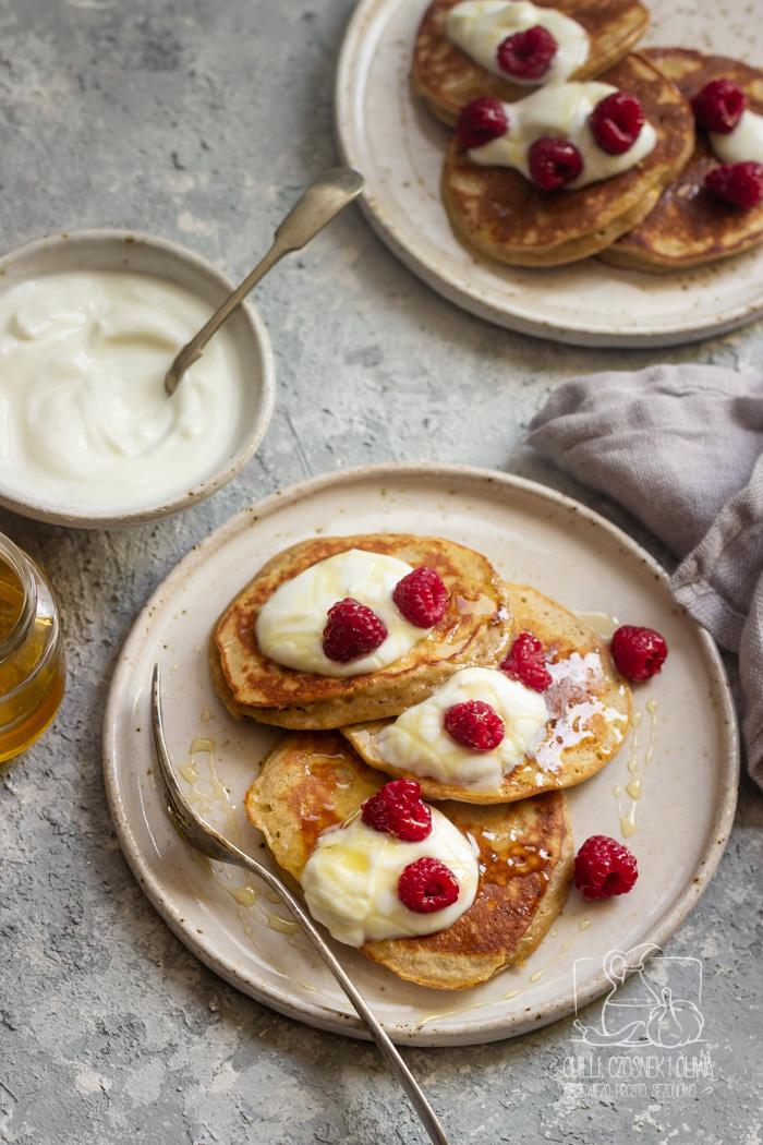 Szybkie placki na śniadanie- placki jogurtowe z miodem (przepis krok po kroku)