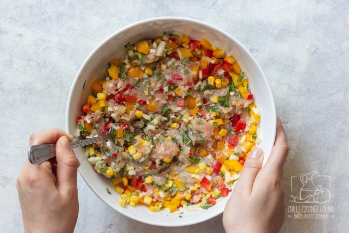 Kotleciki drobiowe z warzywami dla dzieci i dorosłych - przepis krok po kroku