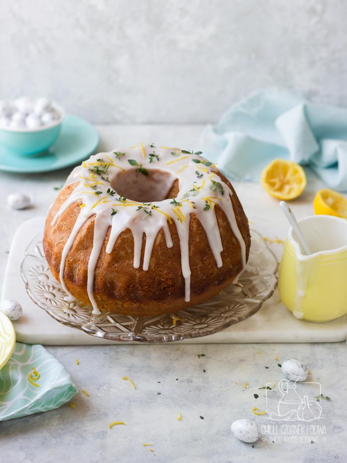 Wielkanocna babka cytrynowa z oliwą i tymiankiem - prosta i wilgotna