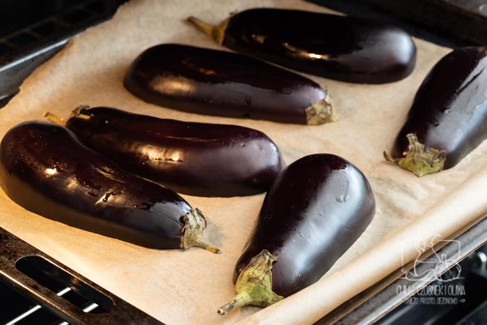 Dip z pieczonego bakłażana i orzechów włoskich (przepis krok po kroku)