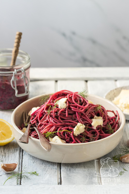 spaghetti z pesto z botwinki i gorgonzolą